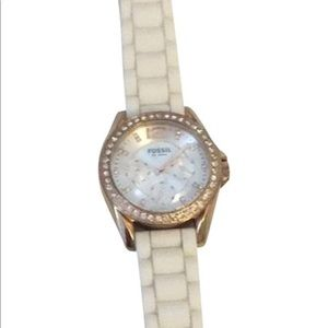 ROSE GOLD WITH WHITE BAND FOSSIL WATCH